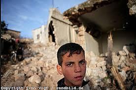 Der Fotograf Timo Vogt wagte sich in das Land und brachte eine erschütternde Fotoreportage mit. Der Aufstand in Syrien hat das ganze Land erfasst. - images_1348651719_L