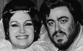 Die deutsche Star-Sopranistin <b>Edda Moser</b> über Luciano Pavarotti - Edda-Moser-mit-Luciano-Pavarotti-nach-einer-Auffuehrung-von-Lucia-di-Lammermoor-an-der-Hamburgischen-Staatsoper--1975