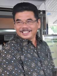 Hj.Farida Widiawati, M.Si yang telah memasuki BUP pada tanggal 1 Januari 2012. Bersamaan dengan pelantikan tersebut Pejabat Struktural Esselon III dan VI ... - 13348927934f3272dfef399