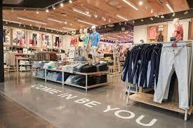 <b>American Eagle</b> (<b>AEO</b>) Sells Jeans, Lingerie With Inclusivity ...