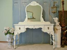 Shabby Chic Bedroom Wall Colors : Shabby chic bedding white wooden dressing set grey wall paint