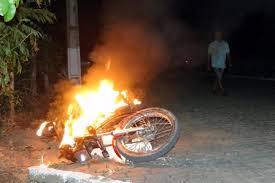 Resultado de imagem para imagem moto pegando fogo