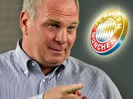 Nun reden aber böse Zungen, dass darauf hin Adidas länger zum Zuge kam, bei er Ausrüstung des Bayernteams – ein Schelm wer da böses denkt. - uli_hoeness-unternehmensgruendung-schweiz