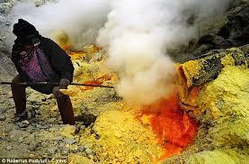 「indonesia sulfur miners」的圖片搜尋結果