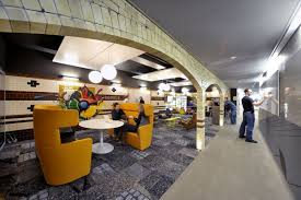 google has seen fit in a number of their high profile offices like london zurich and more recently venice and hollywood to include these types of amazing google office zurich