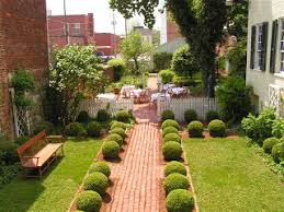 Home Garden Design to Create Natural View in your Home   Puntachivato    garden design ideas for front of house