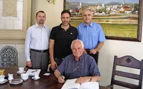 ... Henryk Smolny, Michael-John Krusche und Bürgermeister Marek Piorun.