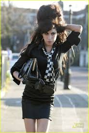 your fav Amy Winehouse pics :D Images?q=tbn:ANd9GcRhZhH6Wwxjf73r6nYcwyk-p4pJbHX9r8NlmwcPgHwRteoI7IQf