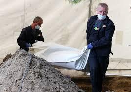 Znalezione obrazy dla zapytania ekshumacja w Nowym saczu zdjecia