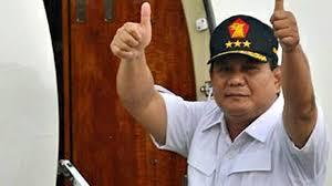 Nia Daniati dan Julia Perez dikabarkan sedang berlomba menarik hati Prabowo Subianto