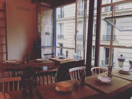 person dining room table foter: uptown la cuisine chic a partager lifestyle paris