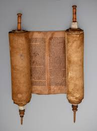 fractured faiths spanish judaism the inquisition and new world sephardic torah scroll spain 1501 1600 unidentified artist vellum wound around two wood guides museo sefardiacute 0070 001 spain