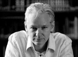 Julian Assange, dziennikarz, programista, aktywista internetowy i szef owej strony wystąpi w roli modela już we wrześniu na London Fashion Week. - julian_assange_2010-front1