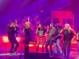 "Watch Thomas Rhett Team With <b>Little Big</b> Town on ""Don'<b>t</b> Threaten ..."