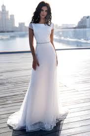 Свадебное <b>платье прямого силуэта</b> с закрытыми плечами и ...