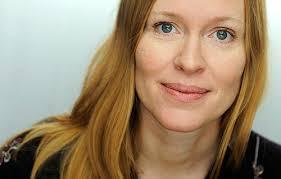 Anna Ehring har blivit nominerad till det prestigefyllda August-priset, och eftersom jag hade äran att fotografera hennes författarporträtt håller jag ... - portratt-clamshell-studio-foto-forfattare-anna-ehrin