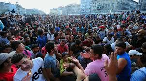 Bildresultat för Flyktingar på järnvägsstationen i Ungern