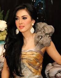 SYAHRINI AKAN DINIKAHI PENGUSAHA BATU BARA  Syahrini Menikah Juni 2012?