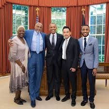 president barack obama meets with olympic gold medalist tommie smith delois smith deon jones barak obama oval office golds
