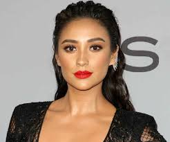 shay mitchell - Google Search | Shay mitchell, Shay mitchell makeup ...