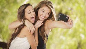 Risultati immagini per giovani e smartphone