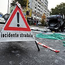 Risultati immagini per cartello che avvisa di un incidente stradale