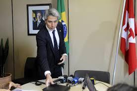 Resultado de imagem para O deputado federal  Alessandro Molon deixou o PT