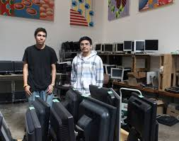 teens turn tech skills learned from nonprofit into a first job    angel yañez and kemish ro s at otxw warehouse in west oakland