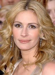 Actress Julia Roberts and her entourage arrived in Montreal on Thursday. The superstar actress will begin filming the blockbuster movie Snow White soon. - Julia-Roberts-aimed-to-be-a-vet