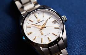HANDS-ON: The <b>Golden Snowflake</b> – Grand Seiko's Spring Drive ...