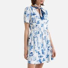 <b>Платье</b> с запахом <b>струящееся</b>, короткие рукава с принтом ...