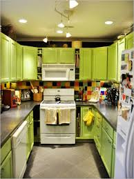 green kitchen cabinets decorating
