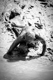 Resultado de imagem para o homem de lama