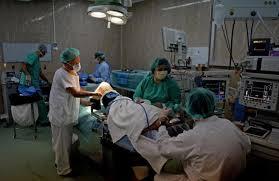Resultado de imagen para FOTOs de un hombre sedado para operarse en hospital ruso