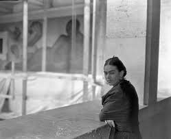 detroit through the eyes of diego rivera and frida kahlo diego rivera frida on balcony overlooking rivera court