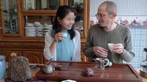 """Scott & Xiao Yao Drink the 2018 Yunnan Sourcing """"Queen of Yi Wu ..."""