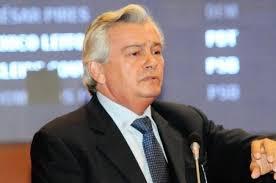 ... declarou que vai matar o jornalista Luis Pablo. Pablo denunciou o uso de veículos de forma irregular pela esposa de Arnaldo, o que enfureceu o deputado. - deputado-blogueiro-morte-500x331