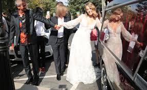 Ксения Собчак опубликовала фотографию в свадебном <b>платье</b> ...