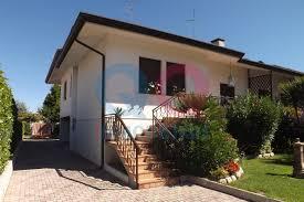 Illuminazione Ingresso Villa : Villa bifamiliare in vendita a concordia sagittaria agenzie