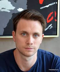 Carl Martin Gunnar Wallström Mikéwitz är en svensk skådespelare som är född i Uddevalla. Han utbilda sig på Högskolan för scen och musik vid Göteborgs ... - martin-wallstrom