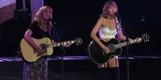 Taylor Swift sings