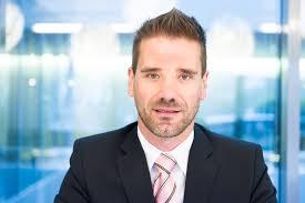 A compter du 1er octobre prochain, l'éditeur romand Elca peut compter sur un nouveau Head of Marketing & Communication en la personne de Patrick Meister qui ... - Meister_Patrick_Elca_2012_09