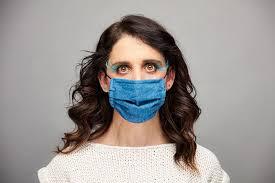 Как с комфортом носить <b>маску для лица и</b> при этом выглядеть ...
