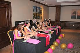 4 qualities that the judges look for in beauty queens in today s blog i will discuss what the judges are looking for in beauty queens i will discuss how the judging process works and what the judges expect to
