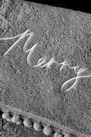 Купить <b>Полотенце для рук</b> с помпонами и надписью Merry ...