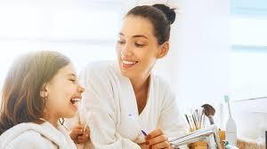 <b>Зубная нить</b>: как правильно пользоваться и виды зубных нитей