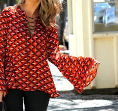 Resultado de imagem para Como usar blusa com manga flare
