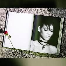 <b>Rihanna</b> | Store | Phaidon