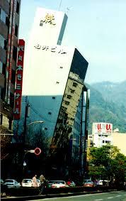 「ビルの傾き 絵」の画像検索結果
