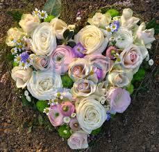 Bildergebnis für herz mit Blume